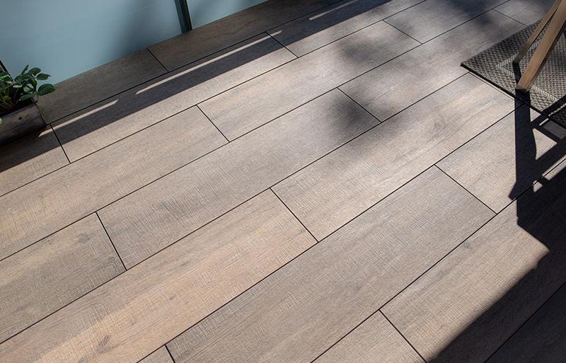 Fabulous De 5 mooiste houtlooktegels voor balkons -   Exclusieve Dakterrassen MY58
