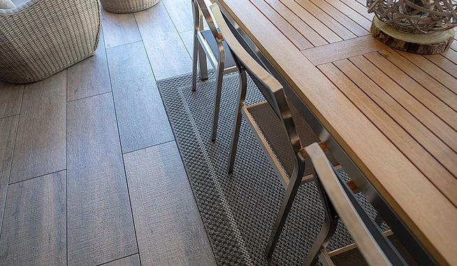 Houten Tegels Balkon : Houtlooktegels zijn het alternatief voor houten vlonders