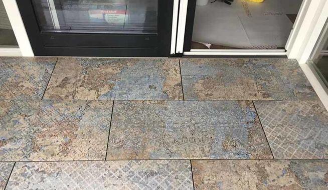 Tegels Voor Balkon : Onderhoudsarme tegels op balkon in renswoude exclusieve dakterrassen